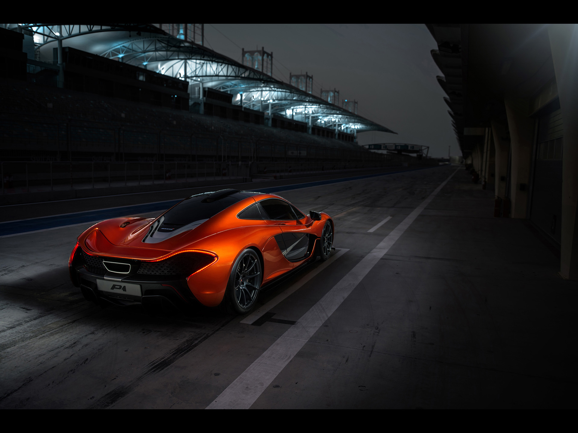 Iphone X Motion Wallpaper 2013 Mclaren P1 At Bahrain Rear Angle Static Inside