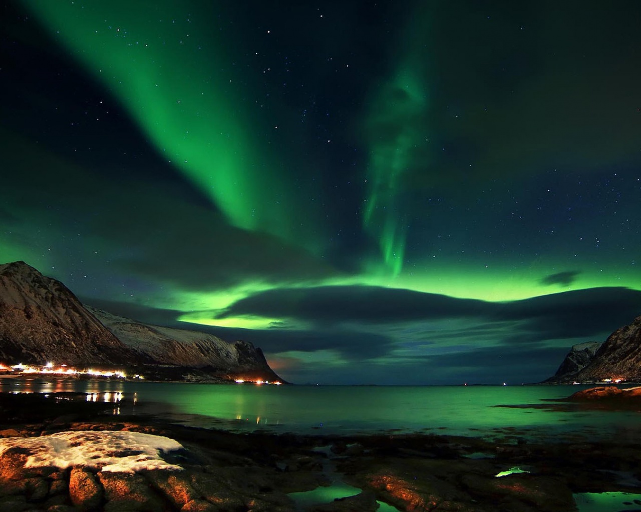1280x1024 Charming Aurora Lofoten Norway Desktop Pc And