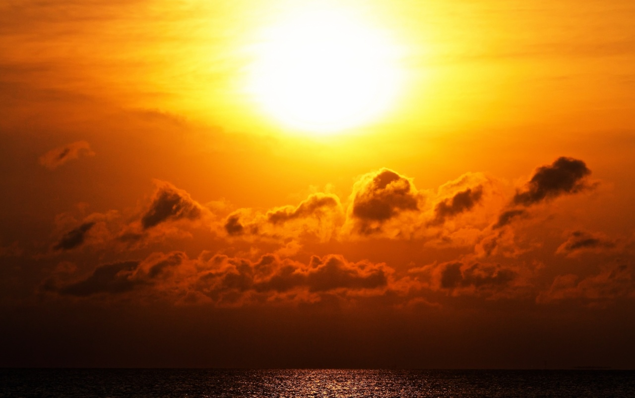 Virtual Reality Hd Wallpaper Bright Sunset Clouds Amp Ocean Wallpapers Bright Sunset