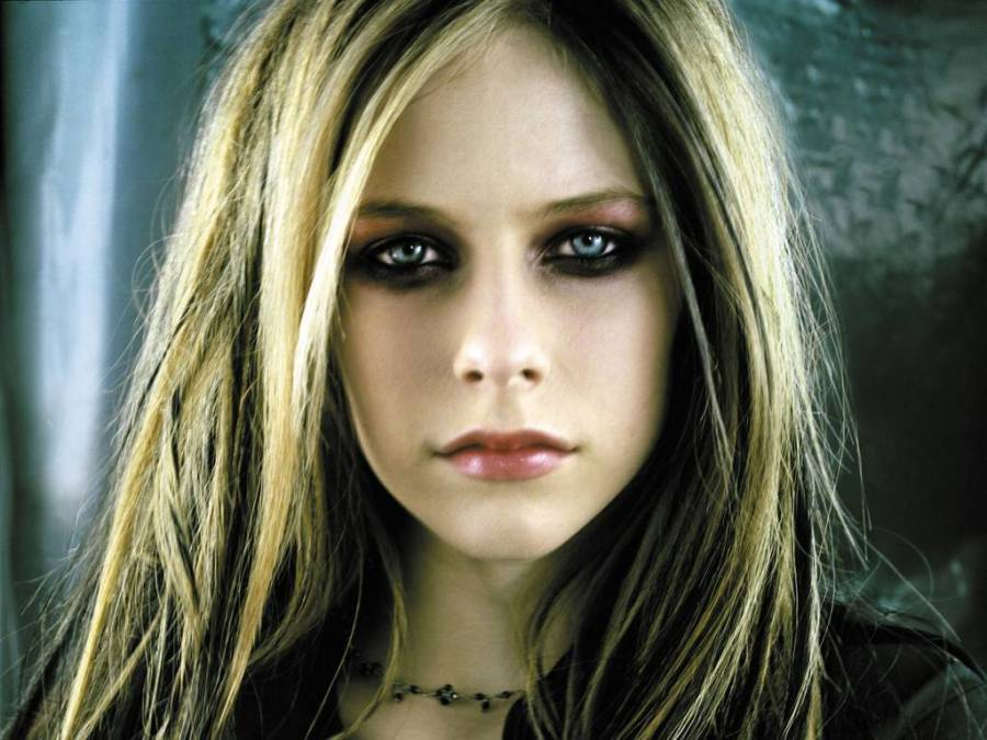 Avril Lavigne Black Eyes Shadow Images Pictures Photos