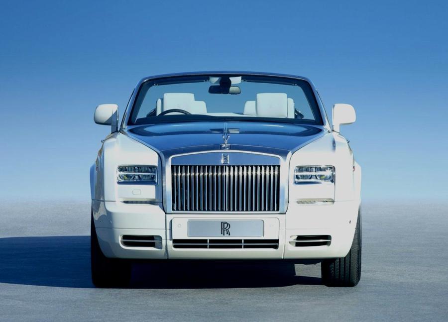 Rolls Royce Phantom Drophead Coupe Looks Ahead Picture