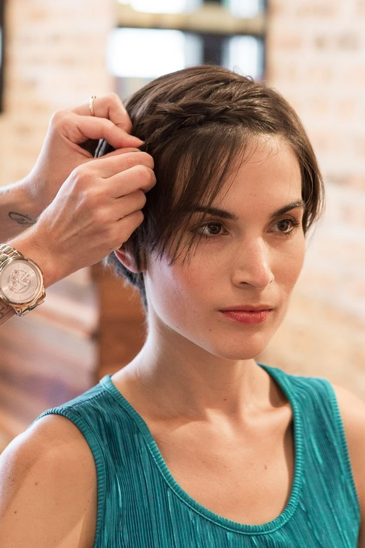 New How To Style Your Pixie Cut While Growing It Out Hair Ideas With Pictures