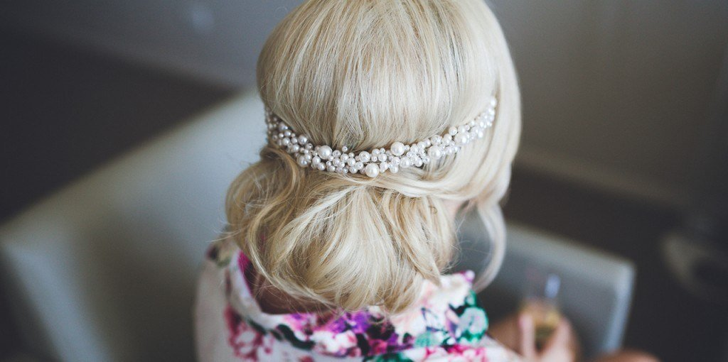 New How To Hairstyles To Highlight A Backless Wedding Dress Ideas With Pictures