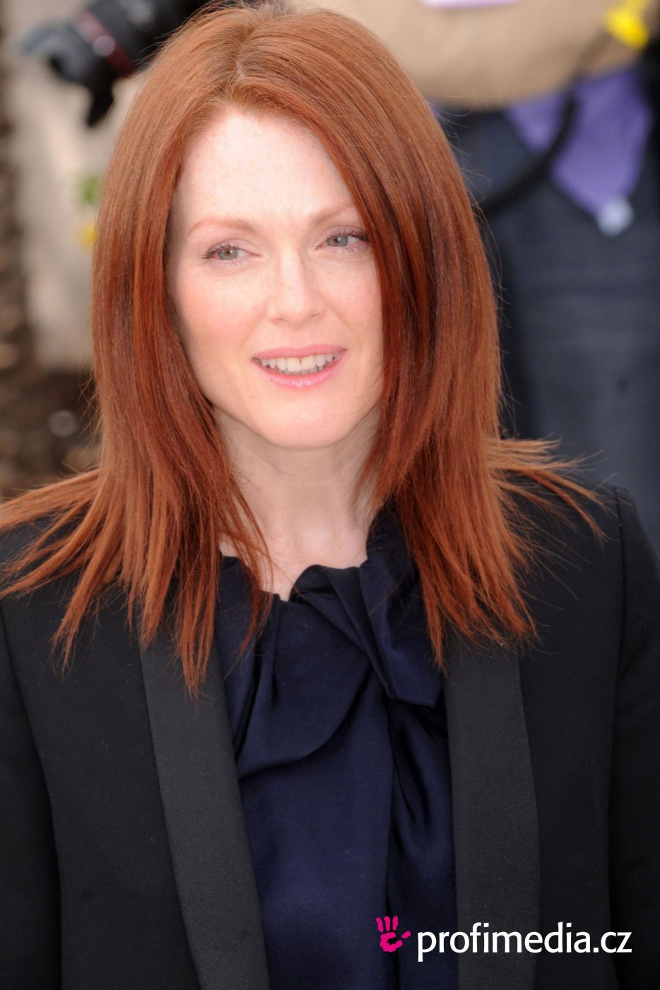New Julianne Moore Hairstyle Easyhairstyler Ideas With Pictures