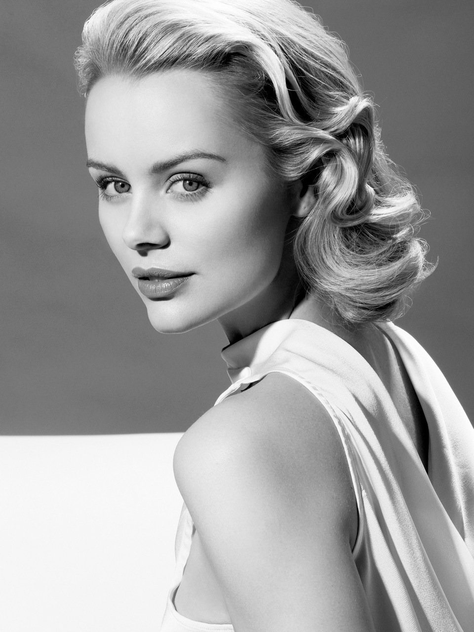 New Beverly Hills Helena Mattsson As Grace Kelly Anh Co Tran Ideas With Pictures
