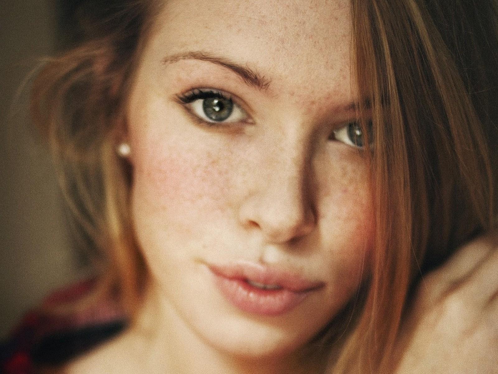 Quiet Girl Wallpaper Download Women Face Freckles Wallpapers Hd Desktop And Mobile