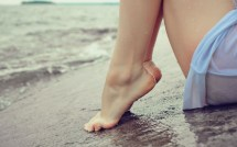 Barefoot Women Feet Beach Wallpaper