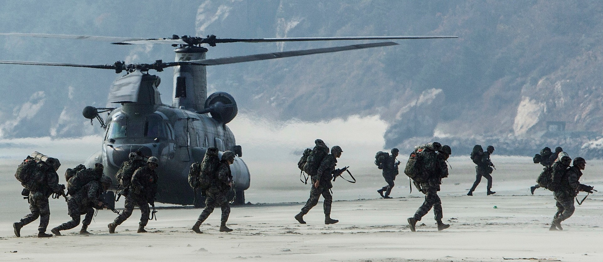 military, helicopters, beach, soldier, boeing ch 47 chinook, south