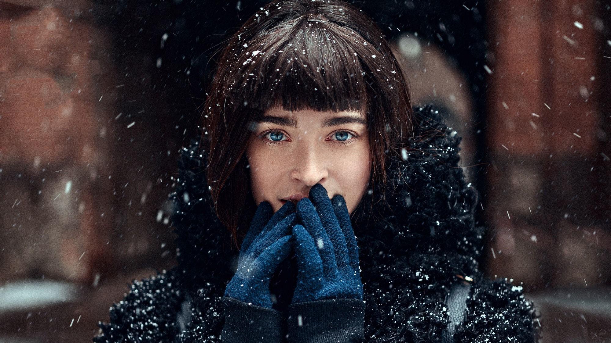 Alone Girl Wallpapers New Face Women Model Blue Eyes Snow Portrait Winter