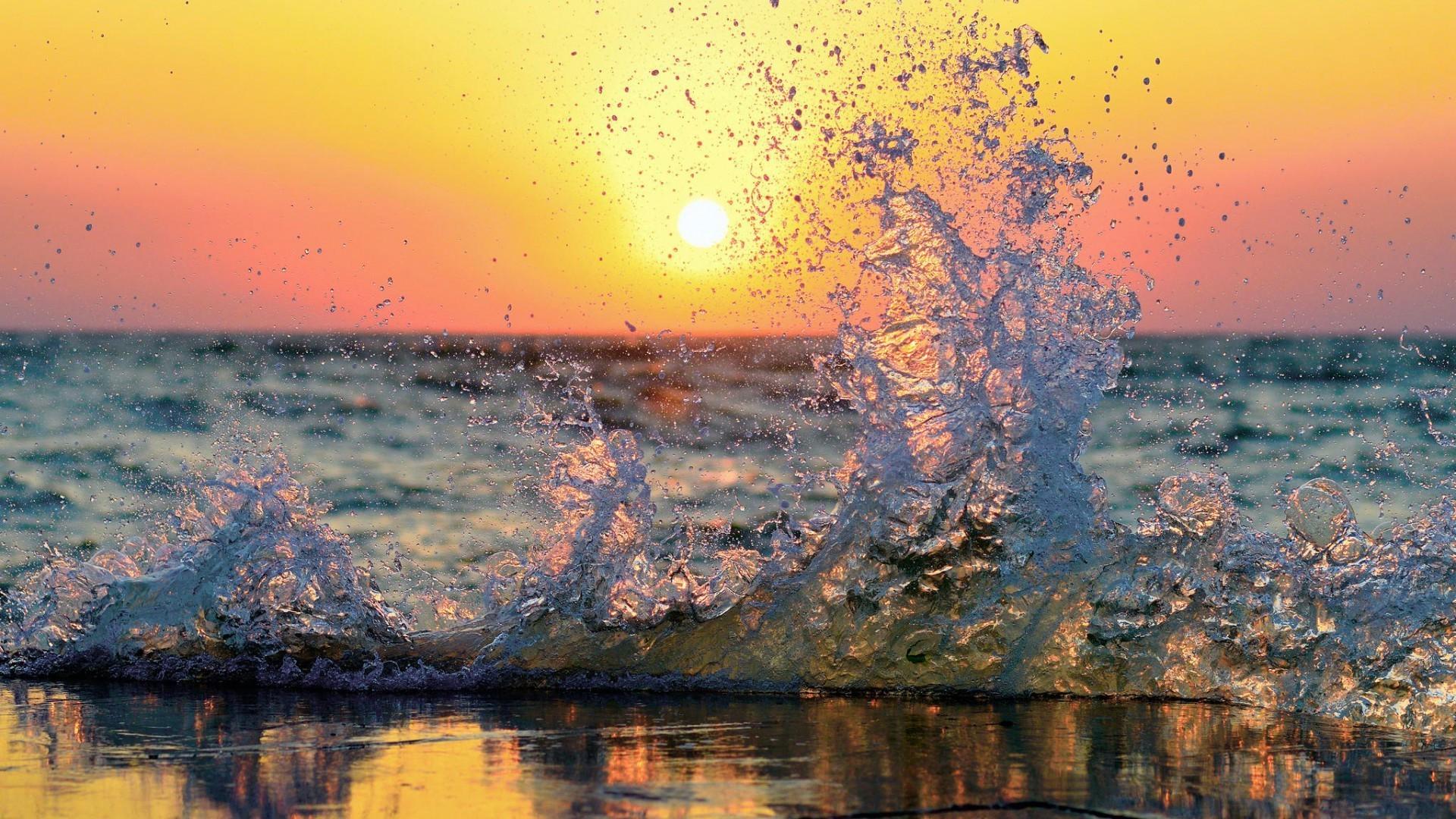 Desktop Wallpaper Vintage Cars Sea Waves Splashes Sun Water Shoreline Wallpapers Hd