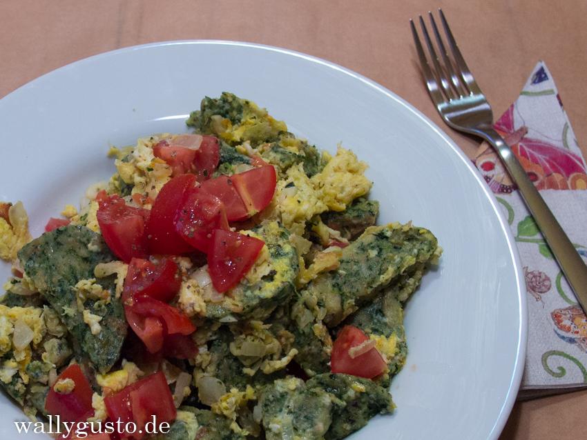 Gröstl mit Spinatknödeln & Tomaten