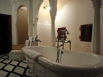 Samode_Palace_bathroom