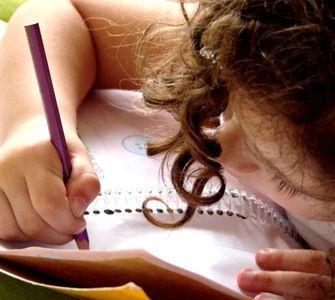 crianca-desenhando
