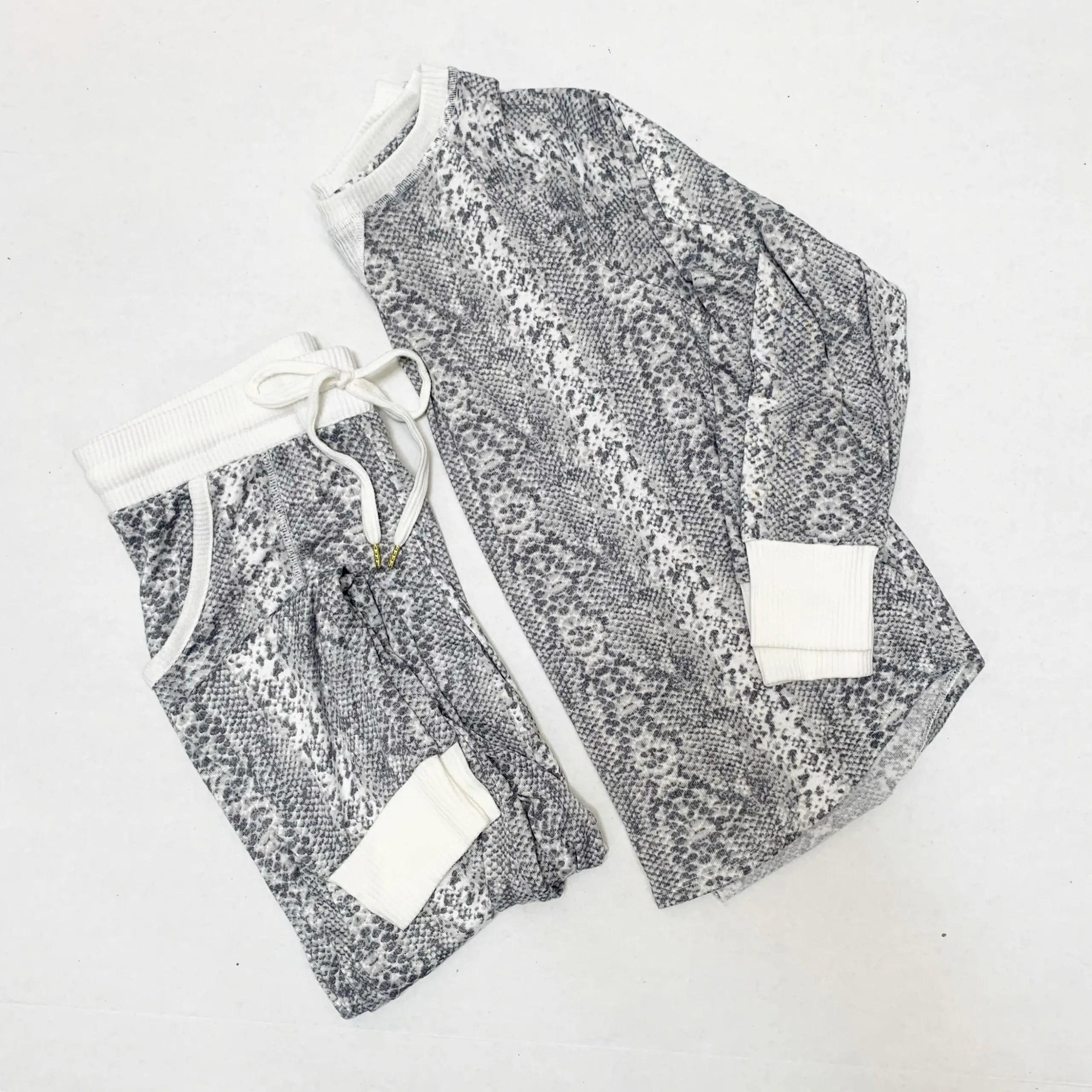 Secret Treasures Women's and Women's Plus Hacci Long Sleeve Top and Joggers, 2-Piece Pajama Set