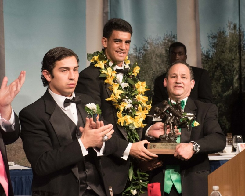 2014 Awards Dinner Marcus Mariota