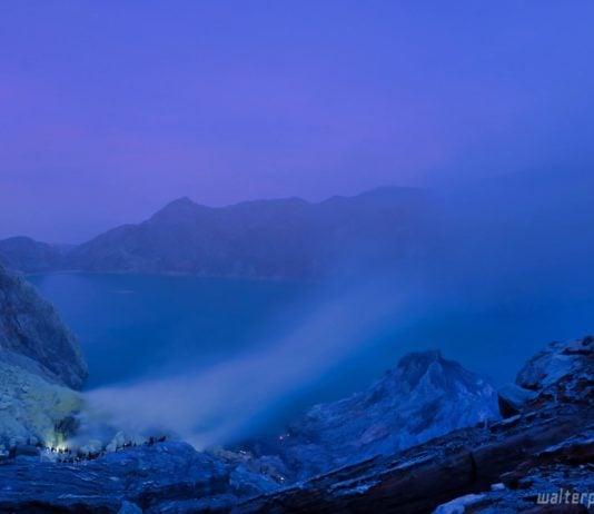 kawah ijen banyuwangi berburu blue fire