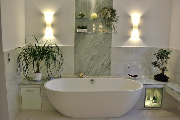Elegantes Badezimmer mit zarten Grntnen  Walters Traumbder