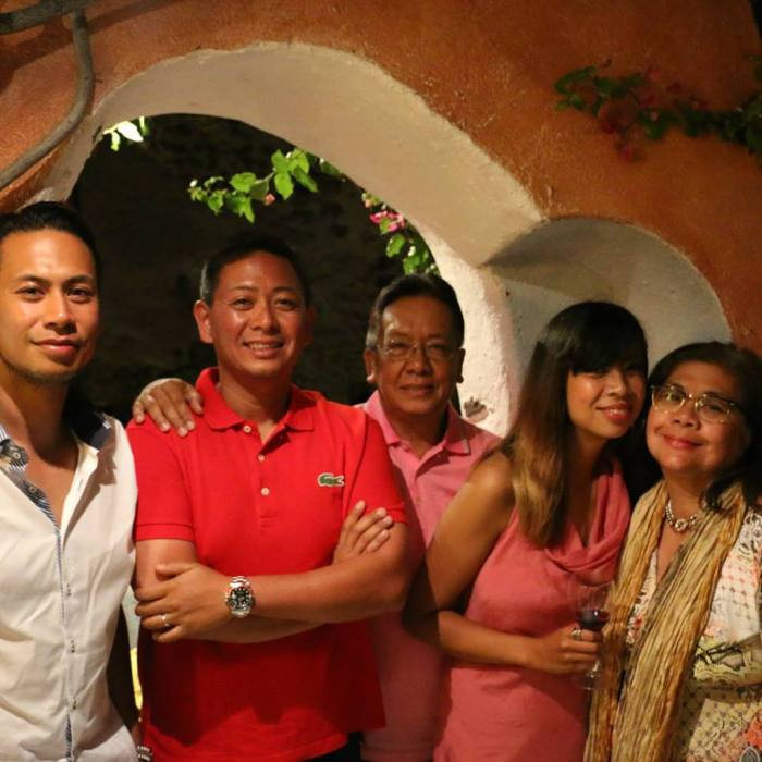 VICKY-WITH-FAM