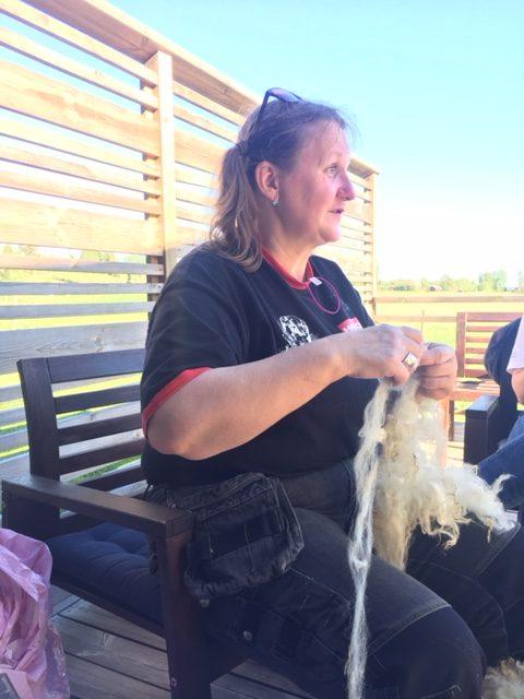 Kia Gabrielsson holding hand teased wool
