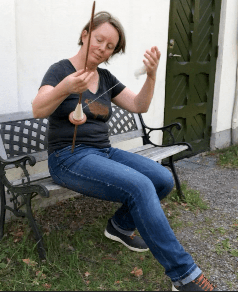Josefin Waltin spinning on a Navajo spindle.