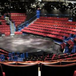 The Circle Theatre in the Square is the only theatre in the round on Broadway. This gives a unique aspect to the show.