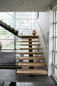 Stairs ideas: open-riser stairs - Wanaka Joinery and Glass