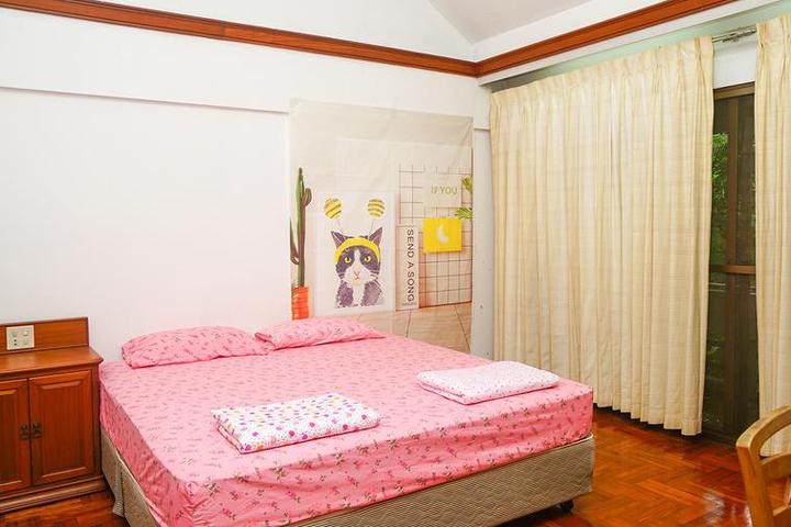 01-mrt-bangkok-hot-hostel-booking