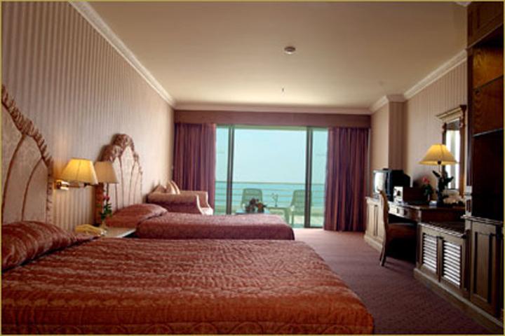 02-bts-adriatic-palace-bangkok-booking