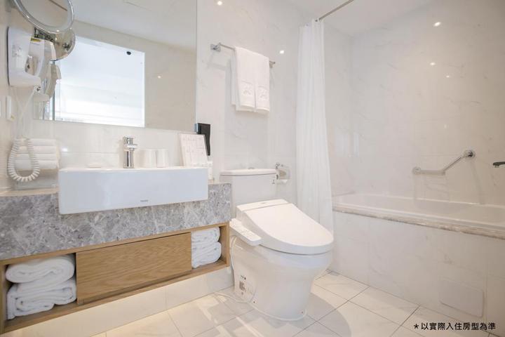 the-carlton-hotel-bathroom-01