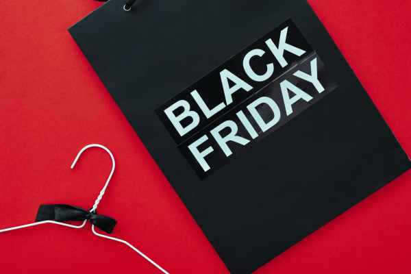 black shopping bag with black friday text