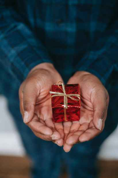 A 14 Day Christmas Devotional of Love by Wanda Ball