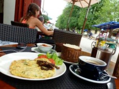 Lao breakfast omelet at Le Cafe Ban Vat Sene