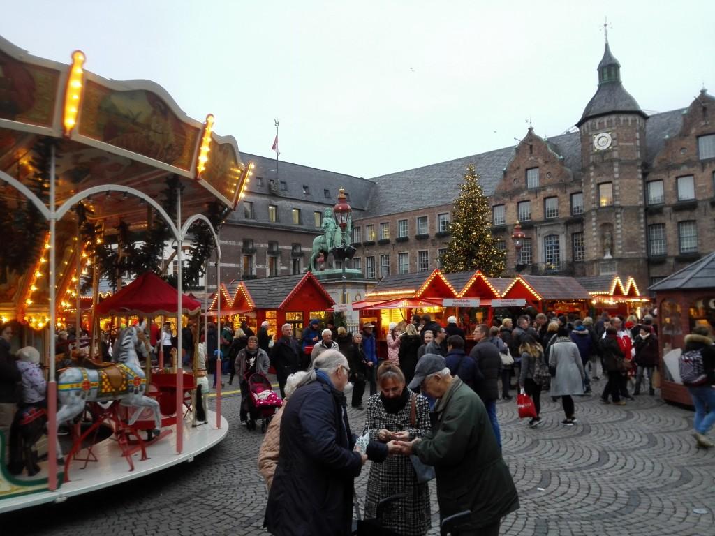 Marktplatz Düsseldorf kerstmarkt
