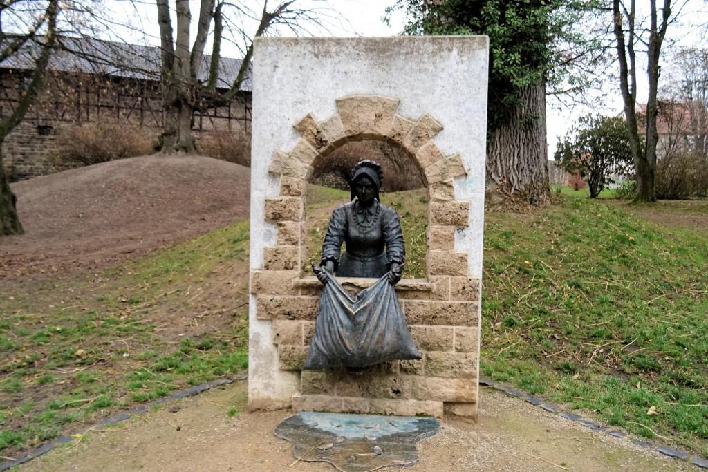 Hessische Lichtenau Frau Holl stadspark