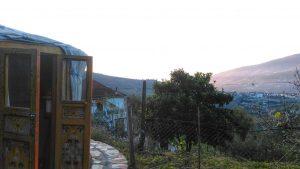 De zon komt al vroeg over de bergen