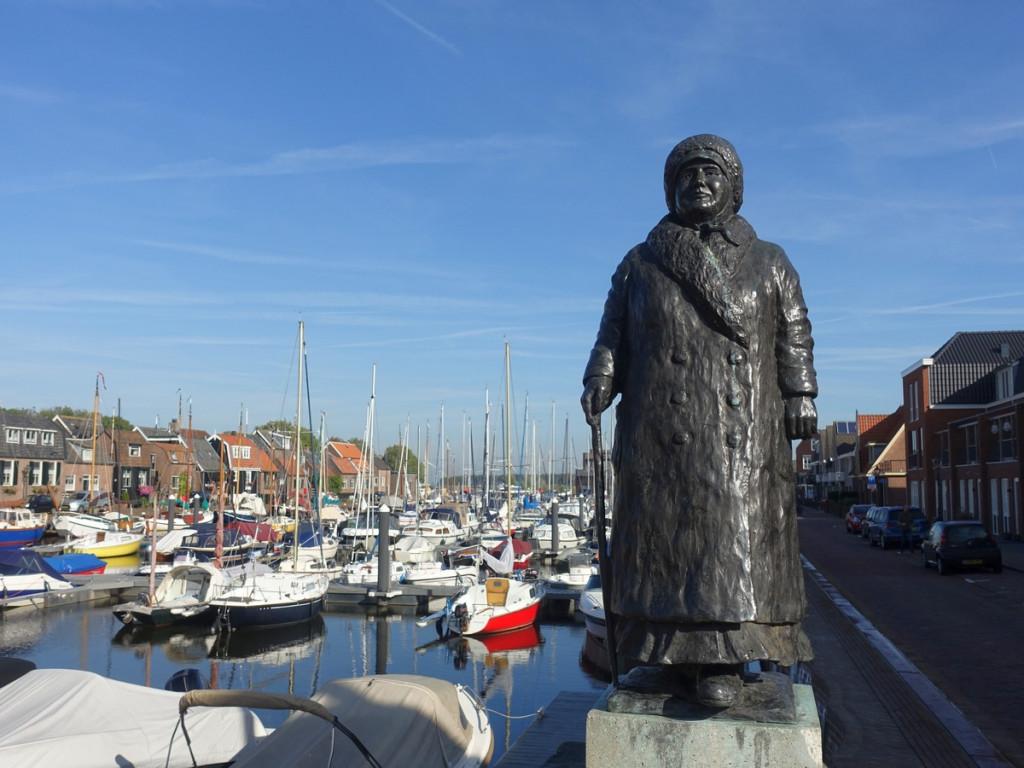 Standbeeld Wilhelmina