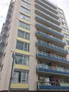 Hoge geel-blauwe flat