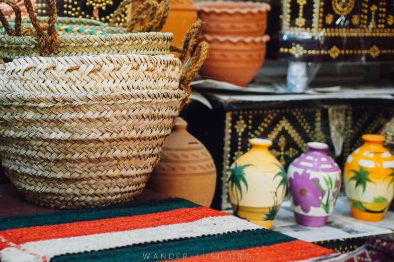 This quick guide covers everything you need to know before visiting Nizwa Souq and the adjoining Nizwa Fort—plus my top Oman souvenirs and where to buy them in Nizwa.