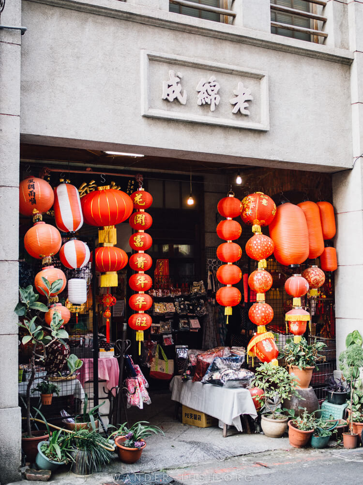 Taipei has to be one of the best cities in Asia for street photography. This gallery of Taipei photography – including my favourite city, night market, and day trip shots – will inspire you to start planning your own trip to Taiwan!