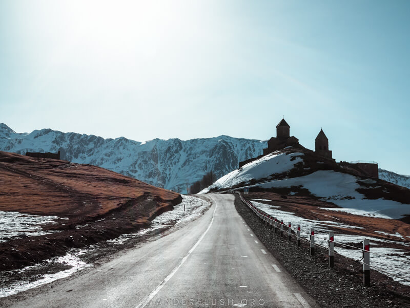 Up-to-date guide for travelling from Tbilisi to Kazbegi by marshrutka bus, shared taxi or private car. Includes schedules, prices & detailed instructions.
