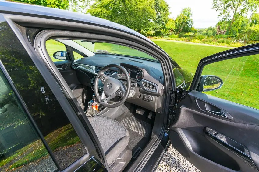 tips for driving in Ireland rental car