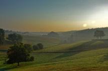 Eifellandschaft im Morgennebel