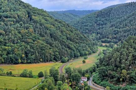 Blick ins Tal von der Felsformation Geyersley