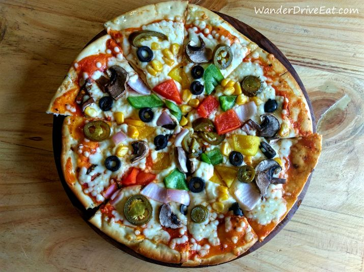 94-House-Bistro-spicy-corn-jalapeno-pizza