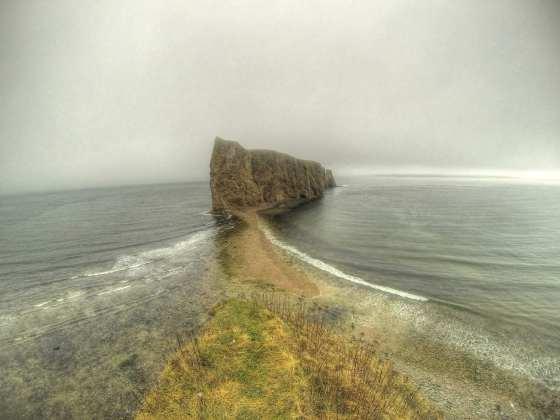 Pierced Rock bei Percé. Mit GoPro aus schwindelnden Höhen aufgenommen