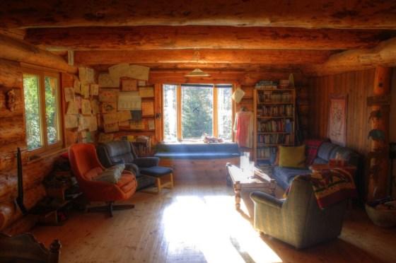 Ein gemütliches Wohnzimmer in dem wir es aushalten können