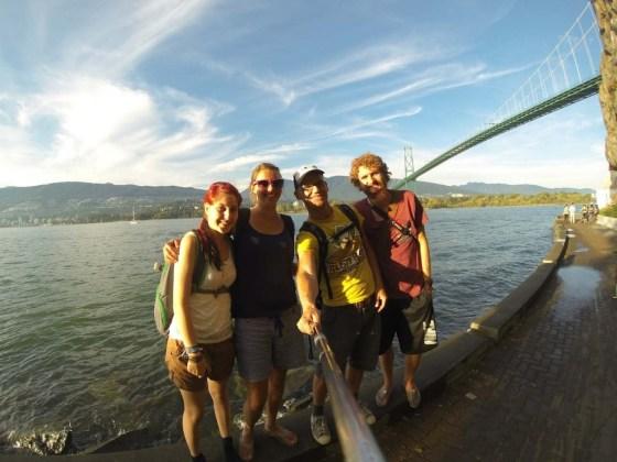 Wir sind im Stanley Park, von Links: Sabrina, Isabel, Markus und Thomas