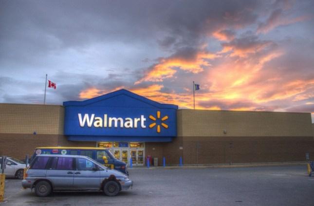 Walmart in Whitehorse, Wunderschöne Sonnenuntergänge dauern hier Stunden