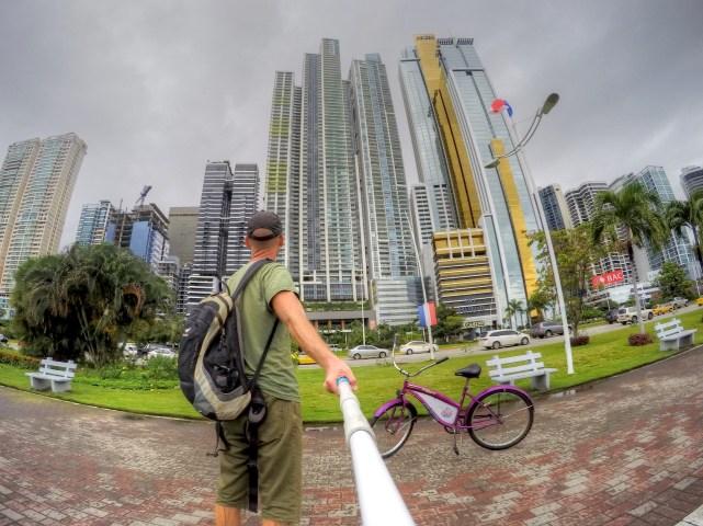 Wolkenkratzer von Panama City aus der Nähe. Recht dreckig ...