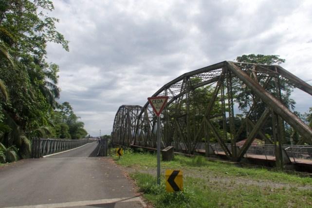 Über eine Brücke geht es nach Costa Rica zurück